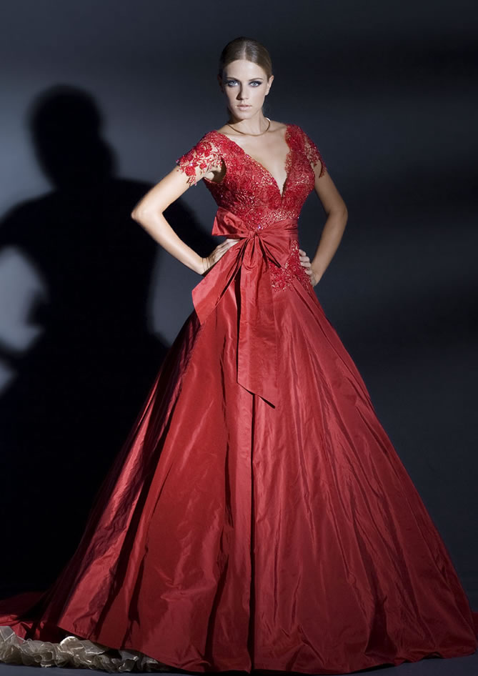Red wedding dress 2 fantastical wedding stylings for Red dresses for weddings bridesmaid