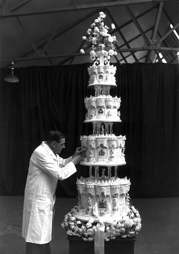 Wallis Simpson Wedding Cake
